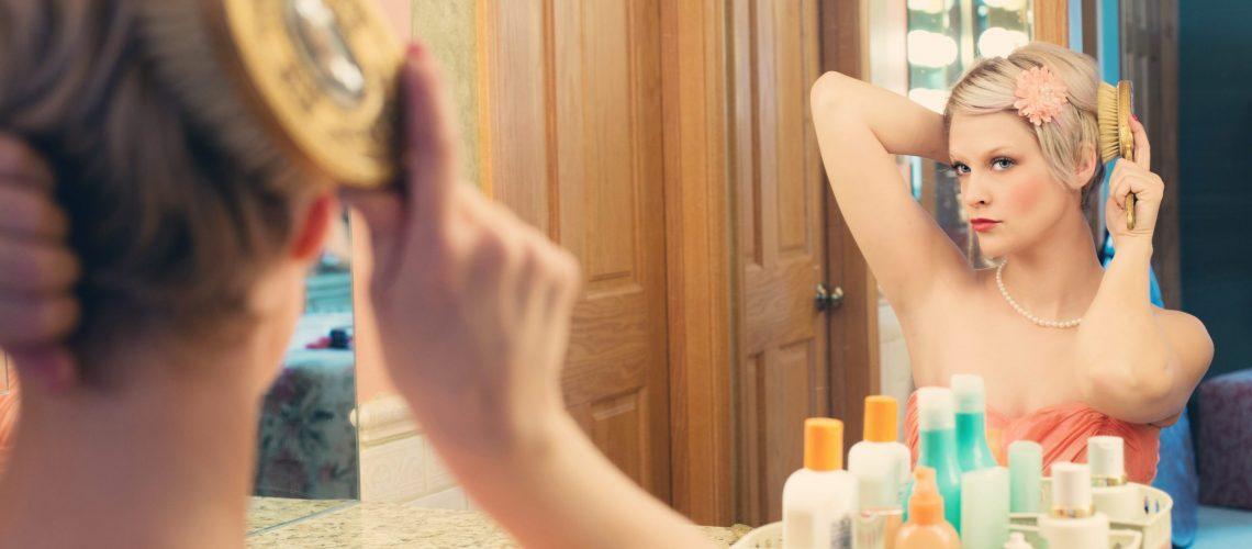 pretty-woman-makeup-mirror-glamour-39250-min
